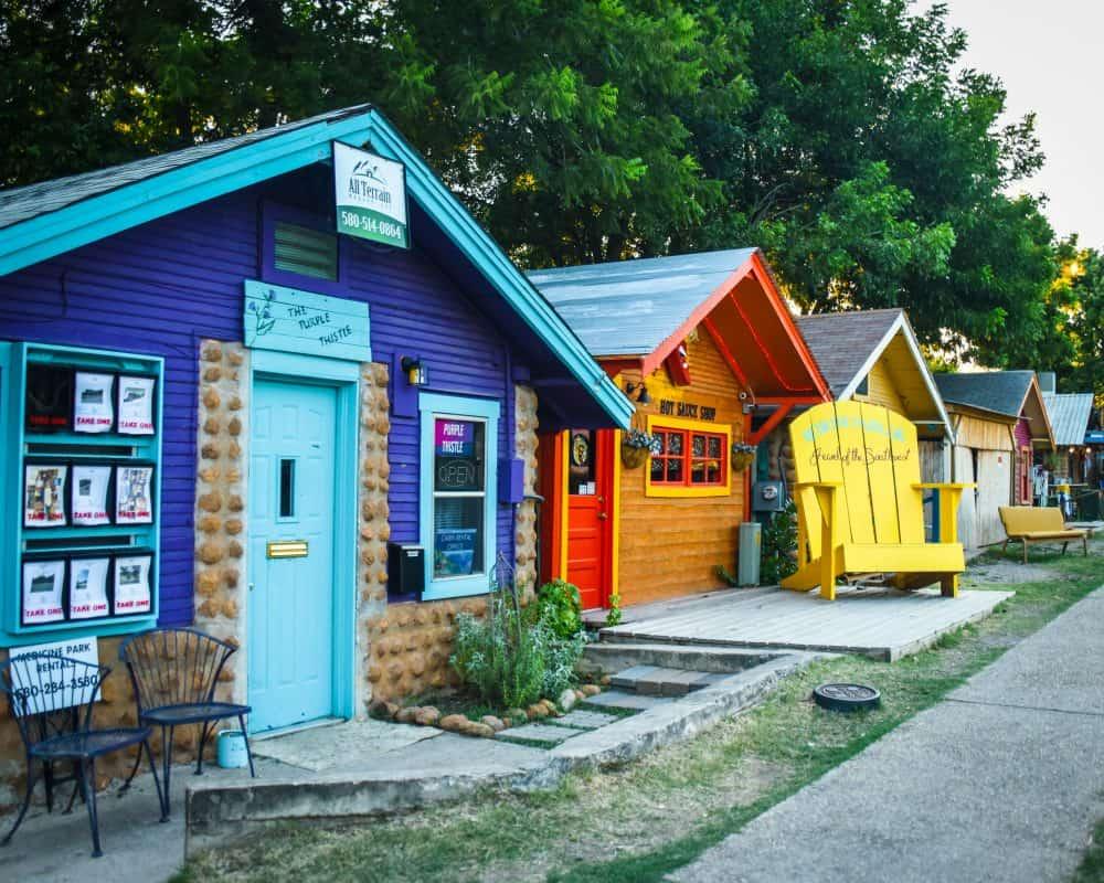 USA - Oklahoma - Medicine Park - Colroful Houses