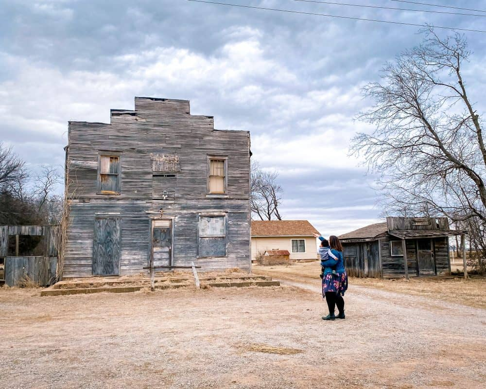 USA - Oklahoma - Ingalls Ghost Town - Stephanie and Jordan