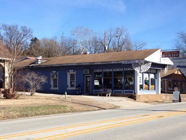 Arkansas - Hardy - Corner Booth