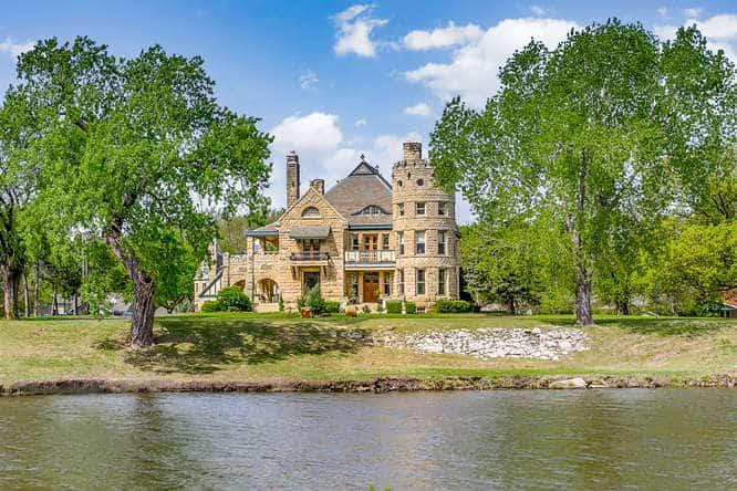 Kansas - Castle Inn Riverside