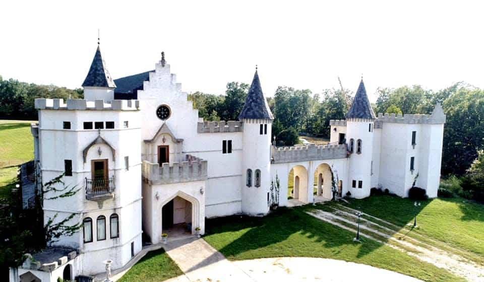 Missouri - Fordland - Chateau Charmant