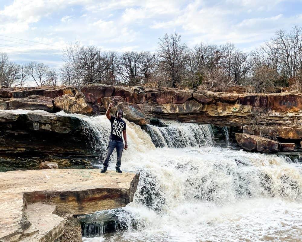 Oklahoma - Pawhuska - Bluestem Falls - Valentine on Ledge