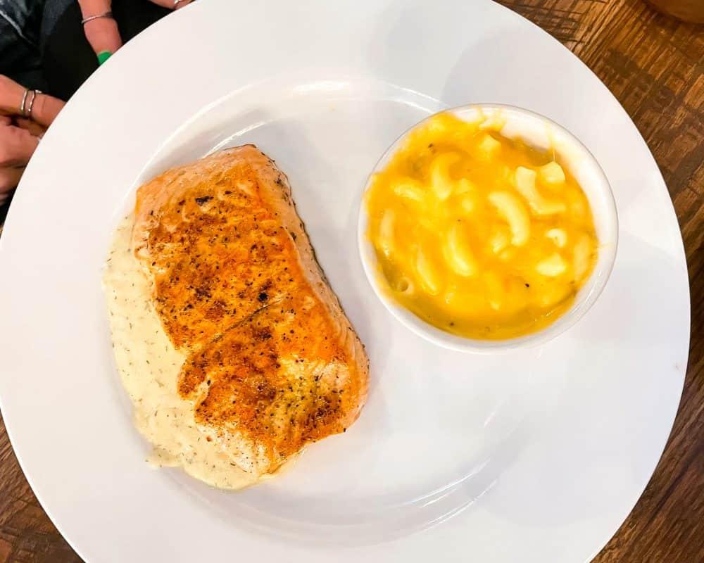 Oklahoma - Yukon - The Lokal - Salmon and Macaroni and Cheese