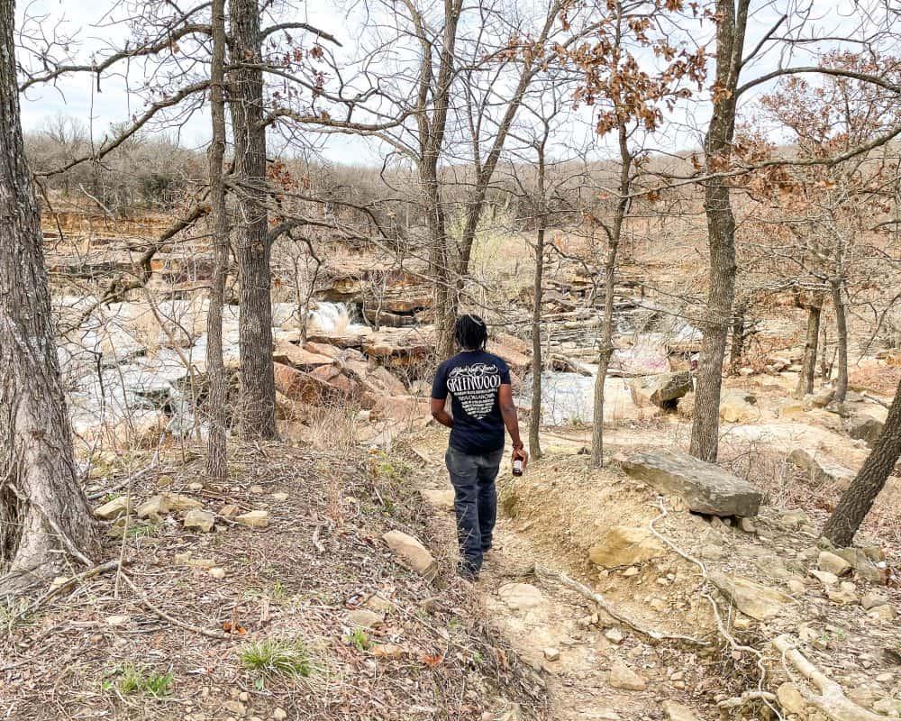 Oklahoma - Pawhuska - Bluestem Falls - Valentine on Path