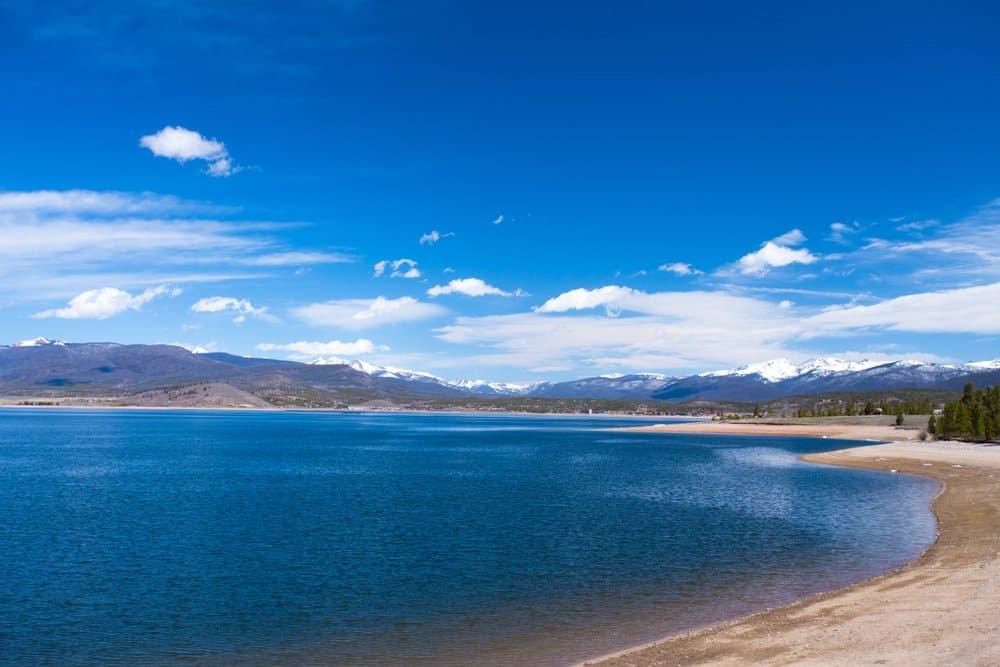 Colorado - Beautiful Lake Granby in Colorado Rocky Mountains on a sunny day