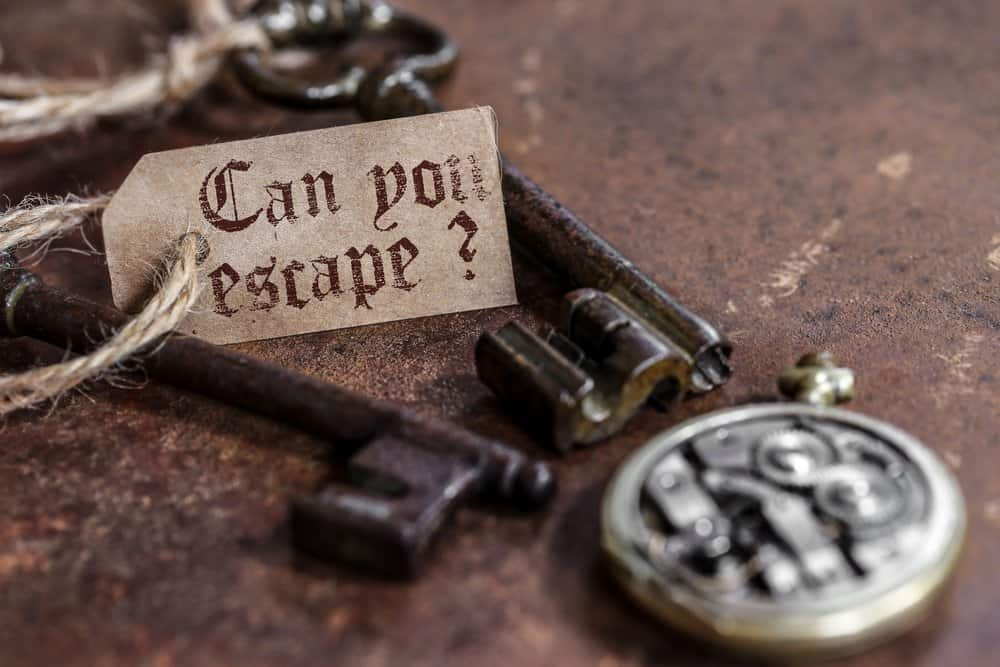 Arkansas - Jonesboro - two old keys on a rusty metal table with labels : can you escape ? Escape Room