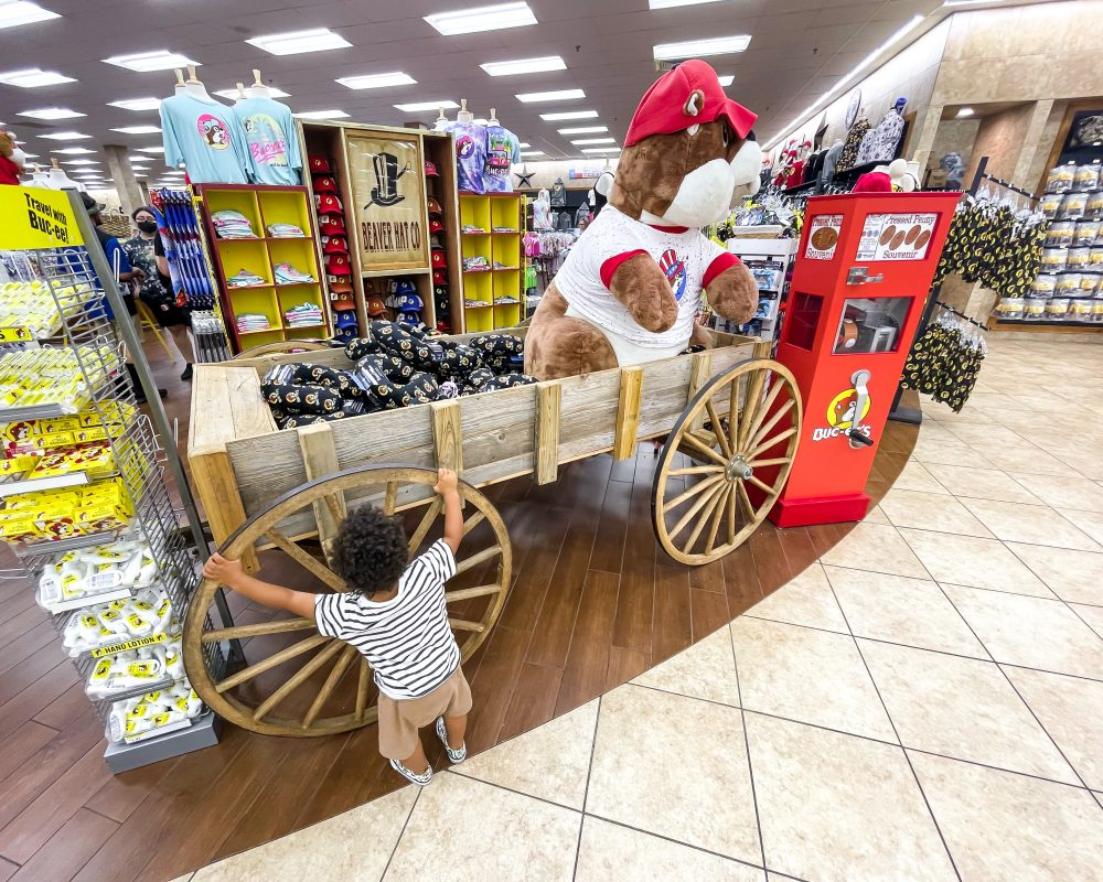 Texas - Temple - Buc-ee's Convenience Store and Gas Station - Gians Buc-ee the Beaver and Jordan