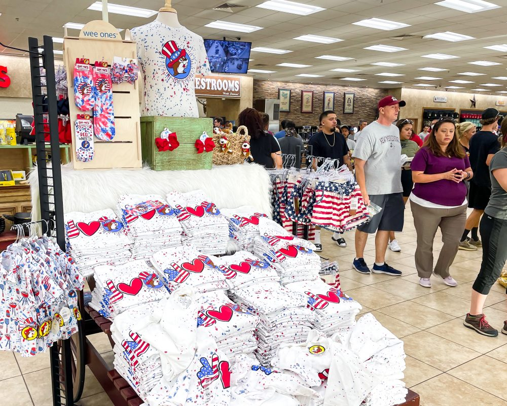 Texas - Temple - Buc-ee's Convenience Store and Gas Station - Fourth of July Shirts