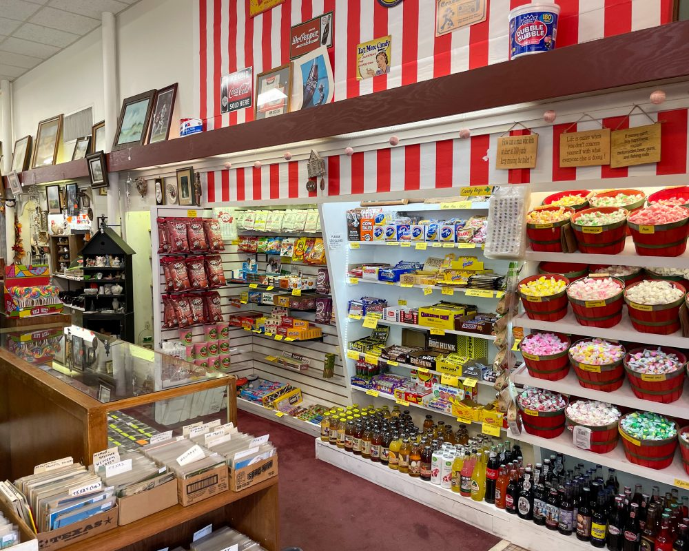 Texas - Luling - Downtown Luling -KK's Antiques Old Fashion Candy and Soda Store