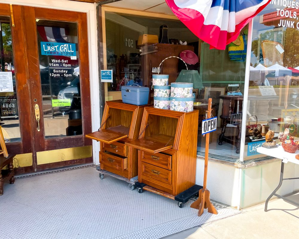 Texas - Luling - Downtown Luling - Last Call Thrift Store