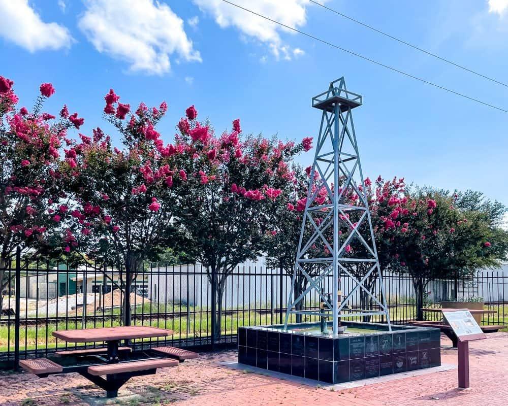 Texas - Luling - Davis Street Pocket Park - Oil Rig