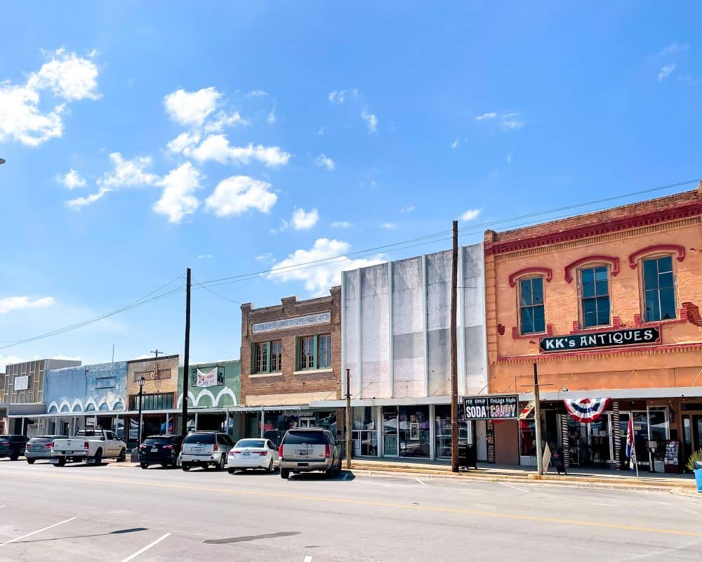 Texas - Luling - Sightseeing in Luling - Downtown Luling - KK's Antiques