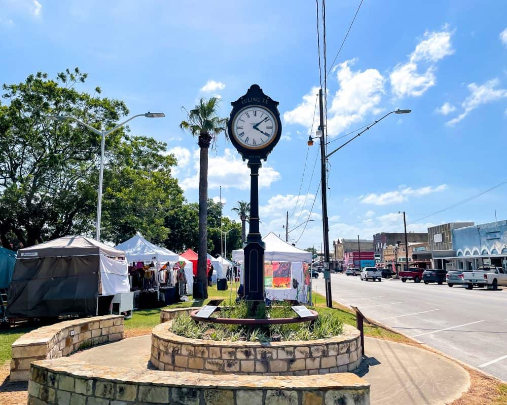 Texas - Luling - Sightseeing in Luling - Luling Clock in Heritage Circle