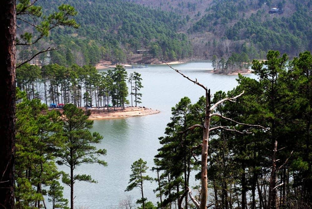 Beautiful,Scenic,Lake,View,From,Mountain,Trail,On,Lake,Ouachita